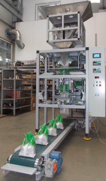 Автомат для пакування прального порошку з виготовленням пакетів з ручкою