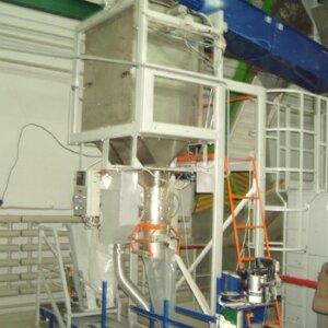 Фасувальна машина для сухих гранульованих матеріалів у відкриті і клапанні мішки